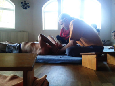 Integrative therapy using deep tissue massage, with Dirk Marivoet.